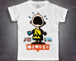 charlie brown t-shirt uomo bianca e scritta in social we trust