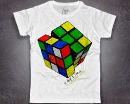 cubo rubik t-shirt uomo bianco e scritta a digital mind in a perfect body