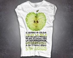 disobbedienza t-shirt donna bianca scritta disobbedisci a chi ti vuole servo