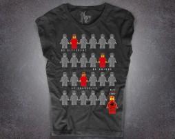 lego t-shirt donna nera raffigurante una serie di omini della lego e la scritta be a fucking star