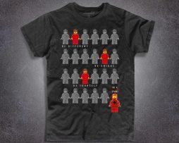 lego t-shirt uomo nera raffigurante una serie di omini della lego e la scritta be a fucking star