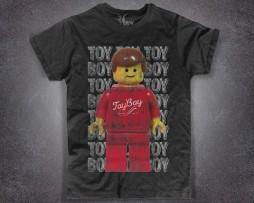 omino lego t-shirt uomo nera raffigurante un minifigure in versione toy boy
