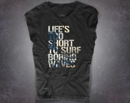 "Hokusai wave t-shirt donna nera con la scritta "" Life's too short to surf boring waves"""