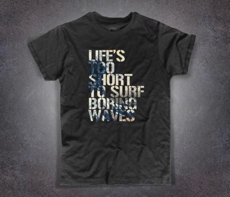 """Hokusai wave t-shirt uomo nera con la scritta """" Life's too short to surf boring waves"""""""